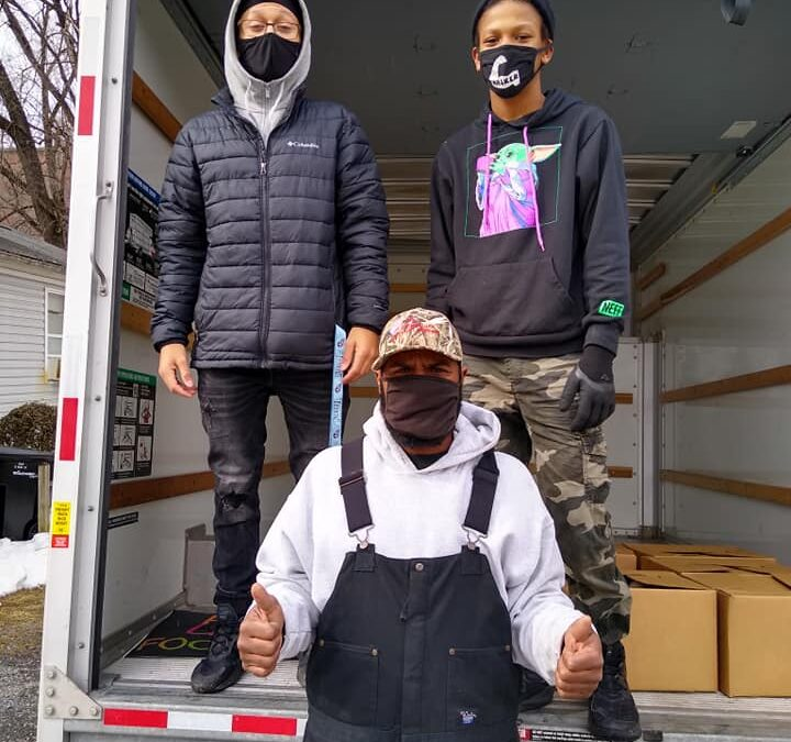 Sinclair Volunteers Distribute 50,000 Masks to the Community